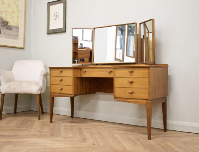 Mid Century Walnut Dressing Table from Alfred Cox #0500 1