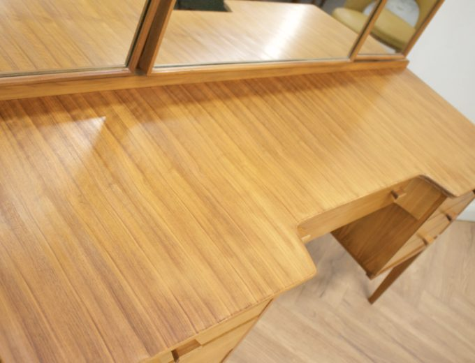 Mid Century Walnut Dressing Table from Alfred Cox #0500 3