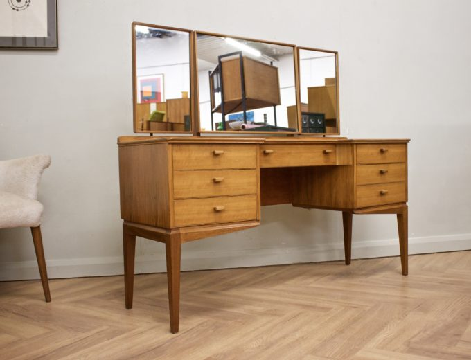 Mid Century Walnut Dressing Table from Alfred Cox #0500 5